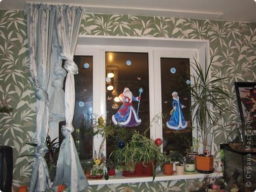 Наклеивали с внучкой готовые наклейки на окно. фото 1