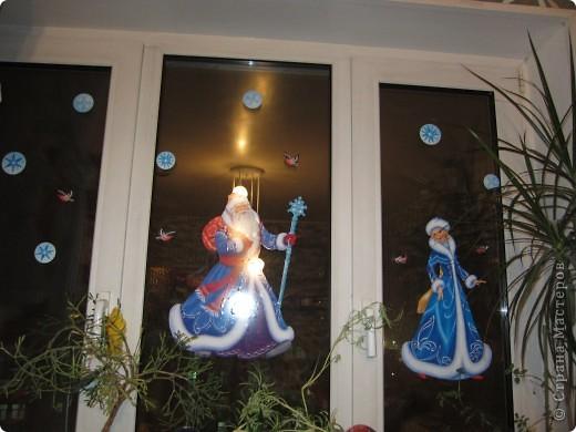 Наклеивали с внучкой готовые наклейки на окно. фото 2