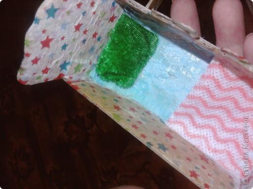Дочке сегодня подарили Барби с детками вот она и попросила сделать ей кроватку для пупсов. Для работы понадобился картон,клей,шаблоны самой кроватки и кусочки ткани для простынки подушечки и одеяло фото 8