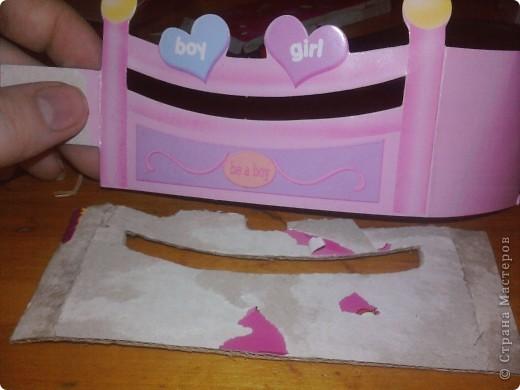 Дочке сегодня подарили Барби с детками вот она и попросила сделать ей кроватку для пупсов. Для работы понадобился картон,клей,шаблоны самой кроватки и кусочки ткани для простынки подушечки и одеяло фото 5