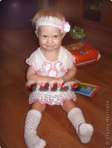 Первоначально вязала просто белое платье для дочки. фото 1