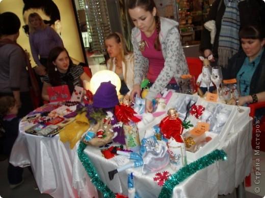 25-26 декабря в одном из ТРЦ города Ижевска прошла очередная выставка-продажа ХендМейд, в которой я принимала участие. Были представлены разнообразыне техники. В основм, правда, скапбукинг и украшения из пластики.  фото 1