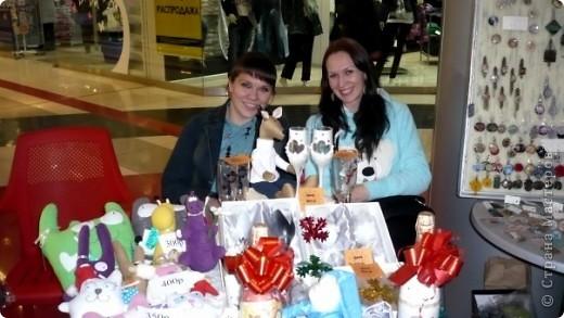 25-26 декабря в одном из ТРЦ города Ижевска прошла очередная выставка-продажа ХендМейд, в которой я принимала участие. Были представлены разнообразыне техники. В основм, правда, скапбукинг и украшения из пластики.  фото 2