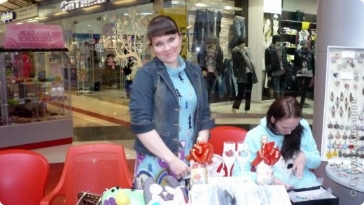25-26 декабря в одном из ТРЦ города Ижевска прошла очередная выставка-продажа ХендМейд, в которой я принимала участие. Были представлены разнообразыне техники. В основм, правда, скапбукинг и украшения из пластики.  фото 4
