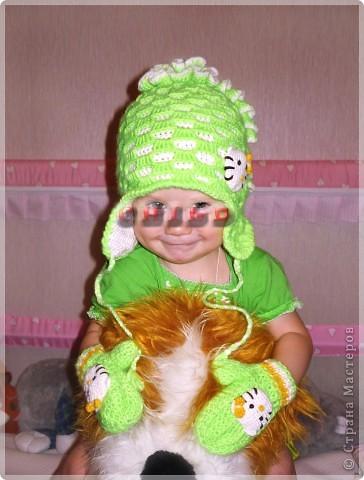 Вот такой осенне-весенний комплект: шапочка с ушками и варежки фото 3
