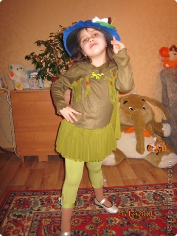 В детском саду на празднике дочка была кикиморой. получился вот такой костюмчик.  фото 2