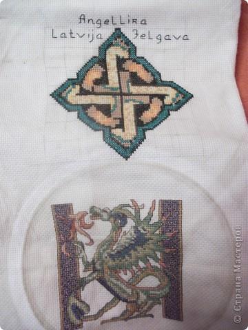 """Тут тема """"Кельтские мотивы"""", дракона вышивала не я, мой узор сверху. Символизирует солнышко."""