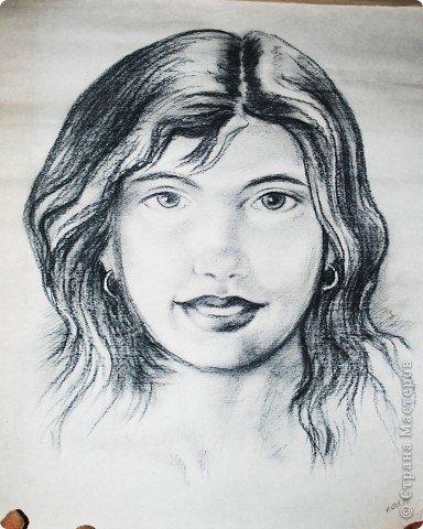 Этот портрет нарисован кажется сангиной, такой черный художественный мелок фото 1
