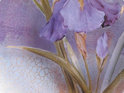 Ирис. обратный декупаж: декупажная карта, двухшаговый кракелюр, акриловые краски, контуры по стеклу. фото 2