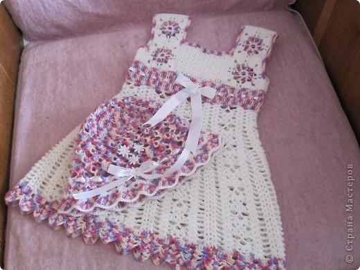Платье и шапочка  для девочки 2-х лет