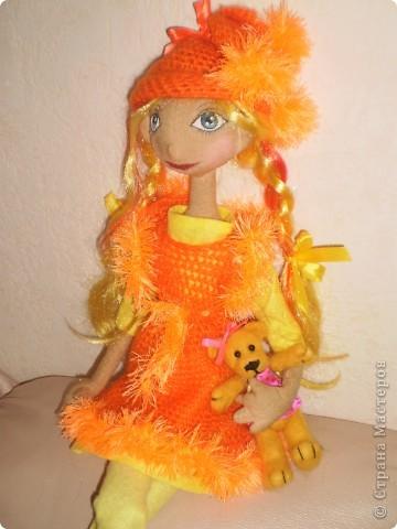 Это моя последняя и пока самая любимая кукла. Рост 70 см. Одежда связана крючком. Волосы искусственные.  фото 4