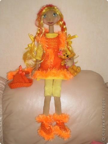 Это моя последняя и пока самая любимая кукла. Рост 70 см. Одежда связана крючком. Волосы искусственные.  фото 2
