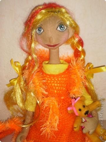 Это моя последняя и пока самая любимая кукла. Рост 70 см. Одежда связана крючком. Волосы искусственные.  фото 1
