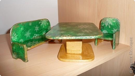 Вот по такому комплекту мебели сделал мой папа, а для моих дочек - дедушка. Я их немного облагородила, сделав декупаж.Дала каждому комплекту своё лицо. фото 2