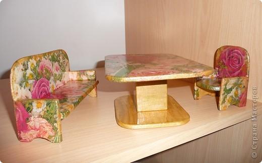 Вот по такому комплекту мебели сделал мой папа, а для моих дочек - дедушка. Я их немного облагородила, сделав декупаж.Дала каждому комплекту своё лицо. фото 3