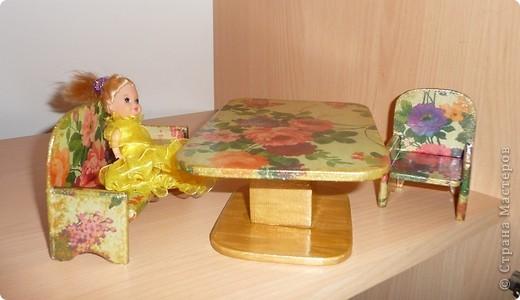 Вот по такому комплекту мебели сделал мой папа, а для моих дочек - дедушка. Я их немного облагородила, сделав декупаж.Дала каждому комплекту своё лицо. фото 1
