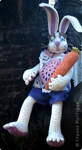 Зайка с морковкой на пеньке... фото 5