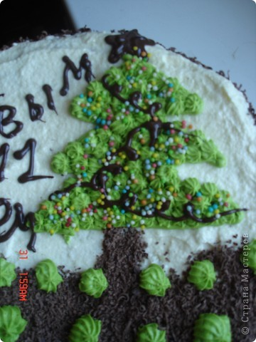 Сделала вот такой торт, рецепт очень простой, бисквитные коржи, пропитать сиропом на коньяке и промазать кремом (сгущенка и масло сливочное).Если кто заинтересовался более подробно пишите, напишу рецепт. фото 2