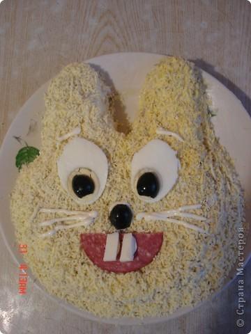 Сделала вот такой торт, рецепт очень простой, бисквитные коржи, пропитать сиропом на коньяке и промазать кремом (сгущенка и масло сливочное).Если кто заинтересовался более подробно пишите, напишу рецепт. фото 4