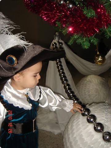 Вот какой получился в этом году у нас костюмчик. Шили вместе с сыночком начиная с шляпы и заканчивая сапогами, но одну из главных деталей я упустила - это хвост. Поэтому наш костюм назывался кот в сапогах и без хвоста фото 2