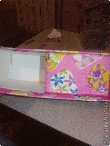 решила,что чего то не хватает и добавила ещё коробочку на верх.Это просто коробка из-под конфет обклеенная белой бумагой и салфетками,в качестве застёжки использовала кусочек кружева.Ещё декорировала коробочку наклейками бабочек фото 12