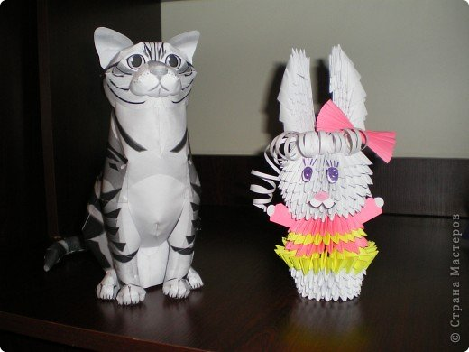 2011 год считается годом белого Кролика (Кота или Зайца). Чтоб долго не выбирать, чей же год всё-таки встречать, я сделала и зайку и кота.