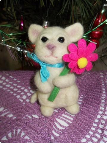 В подарок подруге на День рождения сваляла эту зверушку. Планировала котика, но получилась то ли мышка, то ли тигрик))) Подруга подарку рада! фото 2