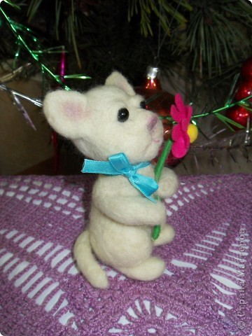 В подарок подруге на День рождения сваляла эту зверушку. Планировала котика, но получилась то ли мышка, то ли тигрик))) Подруга подарку рада! фото 3