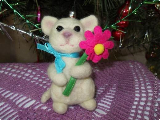 В подарок подруге на День рождения сваляла эту зверушку. Планировала котика, но получилась то ли мышка, то ли тигрик))) Подруга подарку рада! фото 4