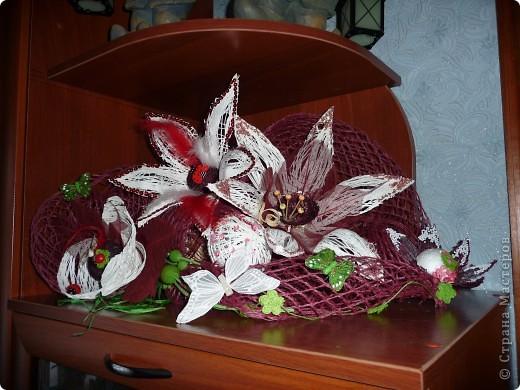 Сделала по известной любимой технике шары - овалы из ниток, разрезала и сделала цветы... фото 1