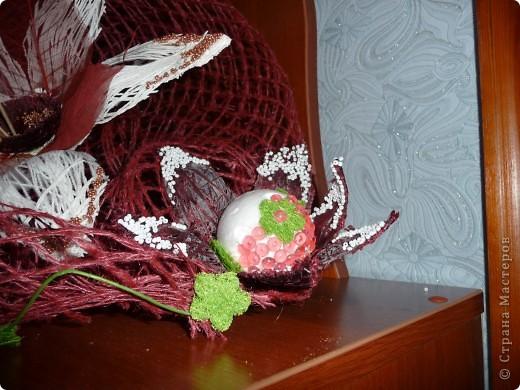 Сделала по известной любимой технике шары - овалы из ниток, разрезала и сделала цветы... фото 4