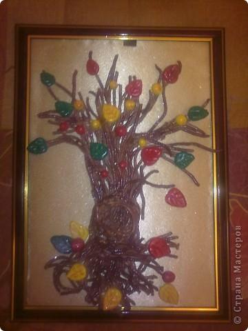 """рамка формата А4.Дерево сделано из соленого тесто. ствол и ветки сделаны с помощью чеснокодавилки. фон ткань ситец бежевого цвета с внутренней стороны приклеена на клеей момент, а с внешней стороны - клееем карандеш. разукрашено акварелью и закрепила бесцветным лаком. дерево приклеено к рамке клеем """"Момент"""". украсила конфетти и покрыла лаком для волос с блестками фото 1"""