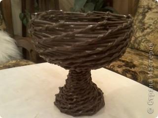 Была дома бабушкина стекляная отколотая ваза для фруктов. Выбросить было жалко..... вот получился поддон для цветов. фото 3