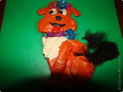 Я сделала из пластилина,ленточек,меха и блестяшек фото 2