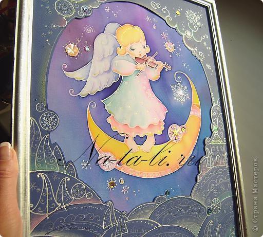 Новый ангелочек, написался только вчера...  Уже во всю занимаюсь самокритикой, но писать не буду  :-)  вдруг не заметите... Маленький батик, паспарту из бумаги для пастели, работа 30х40. фото 1