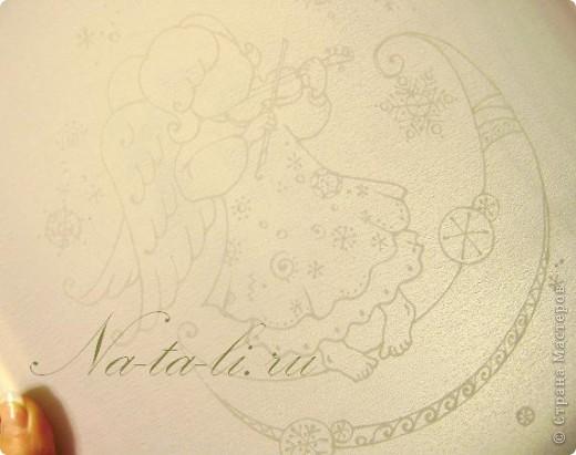 Новый ангелочек, написался только вчера...  Уже во всю занимаюсь самокритикой, но писать не буду  :-)  вдруг не заметите... Маленький батик, паспарту из бумаги для пастели, работа 30х40. фото 6