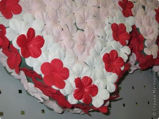 Поделки с использованием готовых форм из пиафлора для искусственных цветов, шишек, искусственных цветов, мха ягеля, репейника и даже вышулушенного соцветия подсолнуха  фото 5
