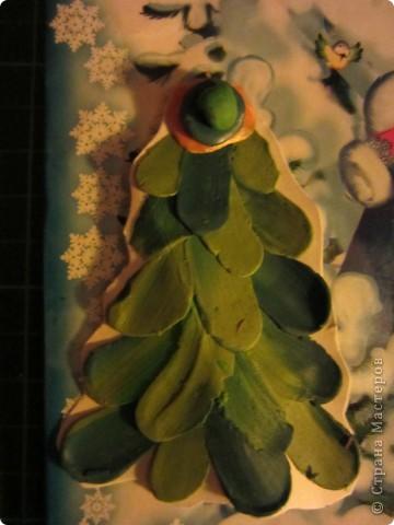 Еще летом мы с внучкой осваивали технику рисунка пластилином. А теперь используем готовые работы как детали для дополнения. фото 3
