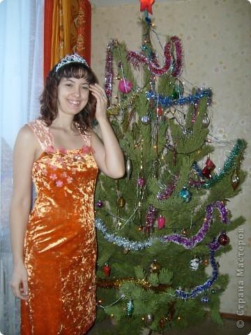Платье на Новый год! Правя сторона платья,с боку верху, где пришиты цветочки мелким бисером. фото 1
