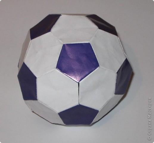 Здравствуйте!  Это мои футбольные мячи.  Sphere by Miyuki Kawamura Книгу Миюки Кавамуры 'Origami modular' со схемой можно скачать отсюда: http://japaoburajirujin.blogspot.com/search/label/Miyuki%20Kawamura фото 3