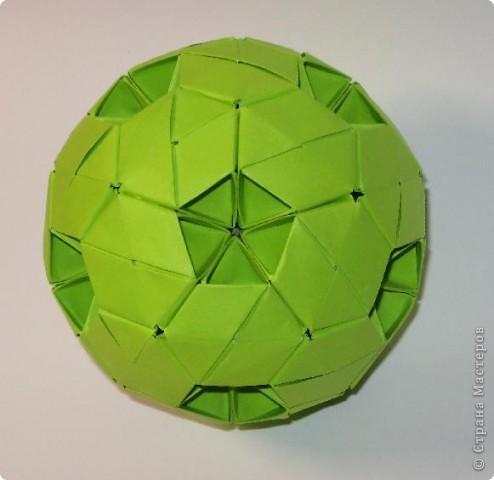Здравствуйте!  Это мои футбольные мячи.  Sphere by Miyuki Kawamura Книгу Миюки Кавамуры 'Origami modular' со схемой можно скачать отсюда: http://japaoburajirujin.blogspot.com/search/label/Miyuki%20Kawamura фото 1