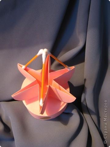 Орбитальная космическая станция. Основа - круглая коробочка, второй этаж - оригами из кругов, антенна - ватные палочки. фото 2