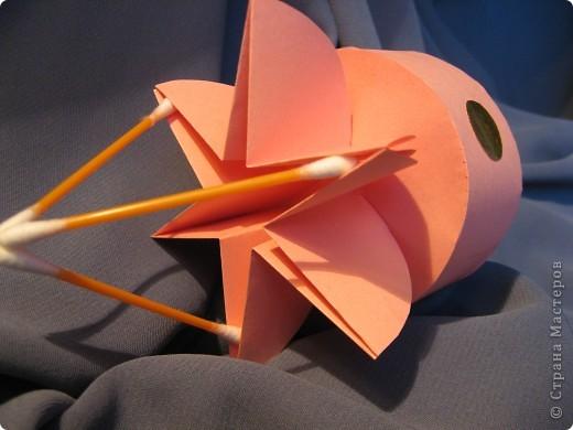 Орбитальная космическая станция. Основа - круглая коробочка, второй этаж - оригами из кругов, антенна - ватные палочки. фото 6