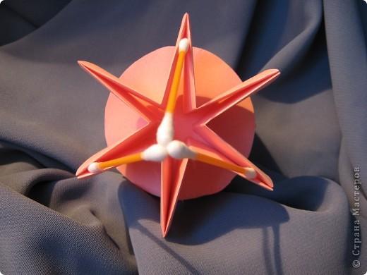 Орбитальная космическая станция. Основа - круглая коробочка, второй этаж - оригами из кругов, антенна - ватные палочки. фото 7