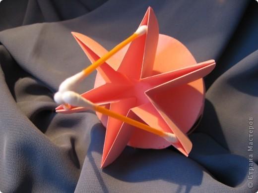 Орбитальная космическая станция. Основа - круглая коробочка, второй этаж - оригами из кругов, антенна - ватные палочки. фото 8