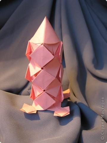 Орбитальная космическая станция. Основа - круглая коробочка, второй этаж - оригами из кругов, антенна - ватные палочки. фото 10