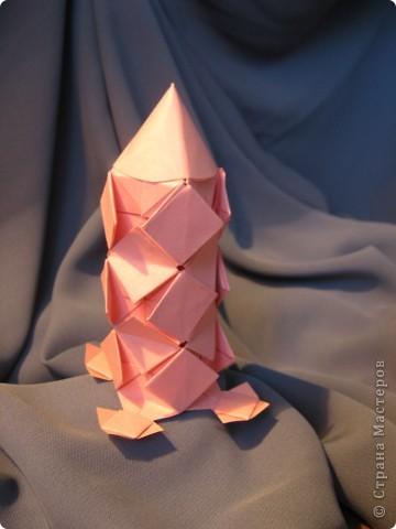 Орбитальная космическая станция. Основа - круглая коробочка, второй этаж - оригами из кругов, антенна - ватные палочки. фото 11
