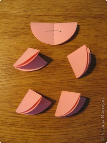 Орбитальная космическая станция. Основа - круглая коробочка, второй этаж - оригами из кругов, антенна - ватные палочки. фото 14