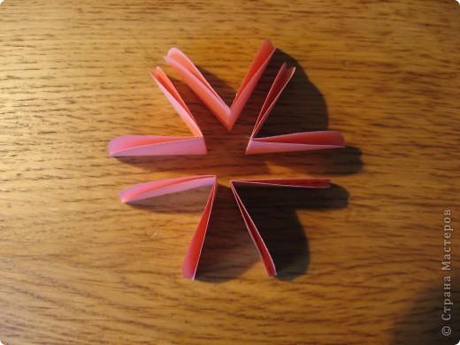 Орбитальная космическая станция. Основа - круглая коробочка, второй этаж - оригами из кругов, антенна - ватные палочки. фото 15
