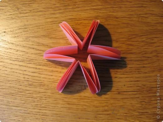 Орбитальная космическая станция. Основа - круглая коробочка, второй этаж - оригами из кругов, антенна - ватные палочки. фото 18